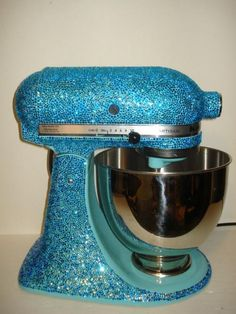 blinged out Kitchenaid Kitchen Aid Mixer, Kitchen Appliances, Cooking Gadgets, Types Of Houses, Hgtv, Cleaning Hacks, Kitchenaid, Cool Stuff, Classic