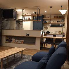 4LDKのダウンライト/キッチン背面収納/吊り棚/ダイニングテーブル/オーク材/ペンダントライト…などについてのインテリア実例を紹介。(この写真は 2017-05-30 21:14:42 に共有されました) Industrial Design Furniture, Modern Interior Design, Furniture Design, Condo Decorating, Interior Decorating, Japanese House, Japanese Kitchen, Kitchen Rack, Kitchen Room Design