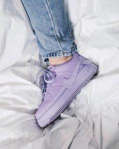 Os melhores Air Force 1 vocé só encontra aqui. Nike Fashion, Sneakers Fashion, Fashion Shoes, Mens Fashion, Woman Fashion, Moda Sneakers, Nike Sneakers, Moda Nike, Sneaker Store