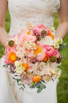 Gorgeous natural wedding bouquet.///www.annmeyersignatureevents.com