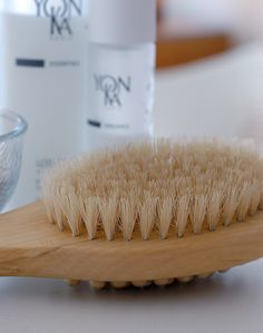 The Global Girl's Beauty: Ndoema's Top 5 Skin Detox Boosters - Dry Skin Brushing.