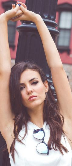 winner Victoria Justice do you want be robert's strpper