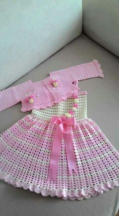 Baby # is spinning # Baby Girl Crochet, Crochet Baby Clothes, Newborn Crochet, Crochet For Kids, Crochet Baby Dress Pattern, Baby Dress Patterns, Baby Knitting Patterns, Baby Pullover, Baby Cardigan