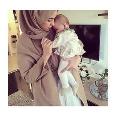 Find images and videos about baby, hijab and muslim on We Heart It - the app to get lost in what you love. Muslim Family, Muslim Girls, Muslim Couples, Muslim Women, Cute Family, Family Goals, Happy Family, Couple Goals, Mother And Baby