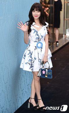 SNSD's Tiffany at MiuMiu's Event ~ Wonderful Generation Tiffany Snsd, Tiffany Hwang, Kim Hyoyeon, Yoona, Kpop Girl Groups, Kpop Girls, Irene Kim, Kwon Yuri, Popular Girl
