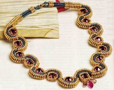Ожерелье из бисера в технике ндебеле