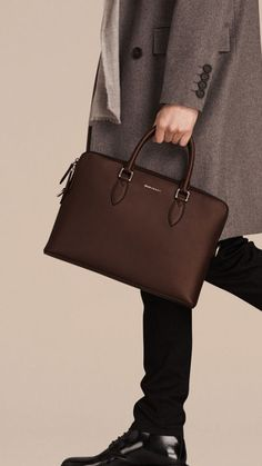 The Burberry Barrow Bag in smooth leather. Slim and sartorial, this Italian-made document bag has structured top handles and a detachable leather shoulder strap suited to the commute. Small Leather Bag, Leather Laptop Bag, Leather Briefcase, Leather Men, Smooth Leather, Leather Bags For Men, Leather Jackets, Pink Leather, Classic Leather