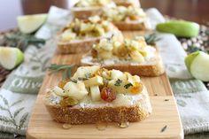 Rosemary Apple & Goat Cheese Crostini