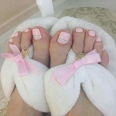 Beautiful Feet Nail Art Ideas for Brides - isishweshwe Pretty Toe Nails, Cute Toe Nails, Pretty Toes, Toe Nail Art, Gorgeous Nails, Pedicure Designs, Manicure E Pedicure, Toe Nail Designs, Feet Nails