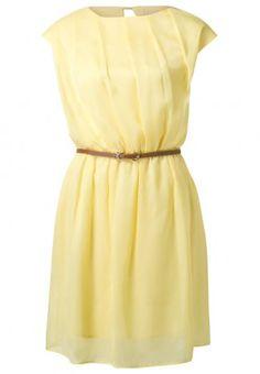 """KIOMI, Sommerkleid - light yellow, http://de.kiomi.com/kiomi-sommerkleid-light-yellow-k4421c010-201, """"Das ist unser Sommerkleid mit schrägem Faltenwurf und Ledergürtel in einer Farbe, die den Sorbettrend aufgreift. Angezogen geht es hiermit in die schönsten Eisdielen der Stadt."""""""