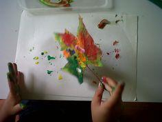 Con la ayuda de los dedos pusimos mucha tempera de colores en la hoja