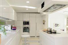 Rock-kivitalo/asuntomessut 2013 + madallettu katto + liesituuletin + välitilassa ikkuna + tyyli