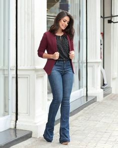 Jeans outfit for work, casual work outfits, casual blazer, pants ou Flare Jeans Outfit, Jeans Outfit For Work, Fall Outfits For Work, Casual Work Outfits, Office Outfits, Work Casual, Casual Looks, Chic Outfits, Jeans Flare