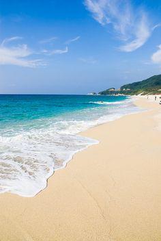 Inakahama Turtle Beach, Yakushima Island, Kagoshima, Japan #Vacation on a #beach #Island #beachwedding #islandwedding #wedding #travel #travelphotography #travelinspiration ✯