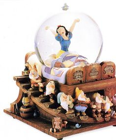 Disney Snowglobes Collectors Guide: Snow White in bed Snowglobe