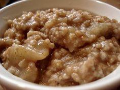 Healthy Recipe: Apple Cinnamon Crockpot Oatmeal | Allison Tibbs Fitness