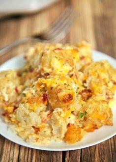 Easy Cheddar, Bacon and Ranch potato casserole using frozen tater tots. So simple and tastes amazing!!