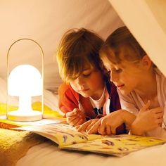 """LED-Tischlampe """"FollowMe"""" mit USB-Port & schwingbarem Lampenschirm für drinnen & draußen"""