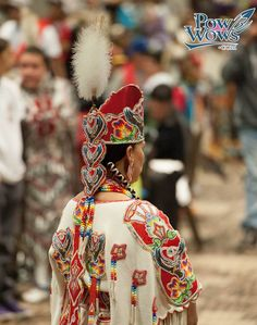 Native American Dress, Native American Pictures, Native American Regalia, Native American Beadwork, Native American History, Indian Style Clothes, American Festivals, Powwow Regalia, Tribal Costume