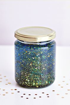 """How to make a Calming Glitter Jar: Recipe for a Mind Jar - meditation tool for all ages: """"When stressed, overwhelmed, or upset, imagine the glitter as your thoughts. When you shake the jar, imagine your head full of whirling thoughts/emotions. Then watch as they slowly settle together, and you calm down."""" german video tutorial"""