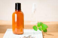 Šampon s marockým jílem a mátou - Kosmetika hrou Natural Make Up, Hot Sauce Bottles, Makeup Tips, Vodka, Water Bottle, Personal Care, Cosmetics, Homemade, Drinks