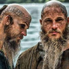 Ragnar Lothbrok Vikings, Lagertha, Vikings Game, Vikings Tv Show, Bracelet Viking, Viking Jewelry, Viking Rings, Viking Aesthetic, Viking Wallpaper