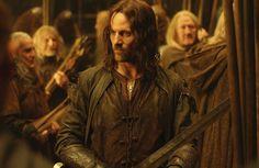 "Viggo Mortensen as Aragorn in ""The Lord of the Rings"" movies. Aragorn Lotr, Legolas, The Hobbit Movies, O Hobbit, Viggo Mortensen, Midle Earth, The Ring Series, Helms Deep, Ugly Men"