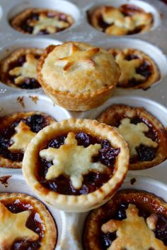 Best Traditional Mince Pies Gemmas Bigger Bolder Baking, recipes images posted by Walther Schulte, on October , EasyFood, buzzfood. Homemade Mince Pies, Pie Recipes, Dessert Recipes, Minced Meat Recipe, Bigger Bolder Baking, Christmas Treats, Christmas Pies, Irish Christmas, Gastronomia