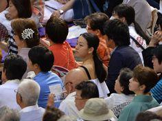 大相撲を観戦する浅田真央さん=愛知県体育館(撮影・塚本健一)