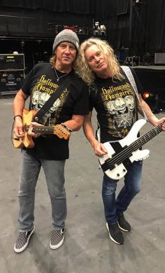 Bass Guitar Tips Great Bands, Cool Bands, The Hollywood Vampires, Radium Girls, Bass Guitar Lessons, Guitar Tips, Rock And Roll Fantasy, Vivian Campbell, Phil Collen