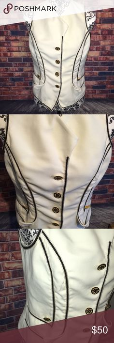Alberto Makali New York vintage cream  vest Vintage vest in excellent condition 56% acetate 44% polyester dry clean only. Made in the USA. My mannequin is a size 8. Alberto Makali Tops