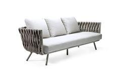 Sofá Tosca, estrutura de inox e assento de espuma, 233 x 85 x 89 cm, design Monica Armani, Tribu, na Casual Exteriores, preço sob consulta
