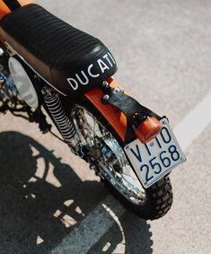 """An old advertisement from the said """"Potere Ducati"""". When I saw this. Ducati Motorcycles, Ducati Scrambler, Old Advertisements, Motorbikes, Connect, Bond, Cars, People, Vintage"""
