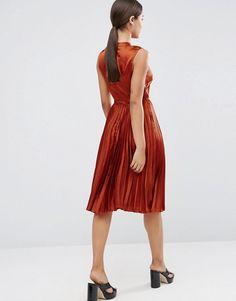 ASOS | ASOS - Vestito midi a pieghe senza maniche in raso con collo alto