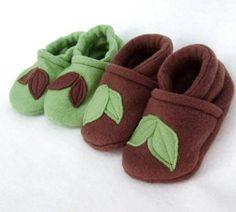 Cloth (or fleece) baby shoe (or slipper) pattern and tutorial. These would be cute for my nephew.