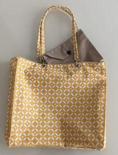 Sac réversible mosaïque avec pochette. Sacs Tote Bags, Craft Bags, Louis Vuitton Damier, Sewing Projects, Paris, My Style, Crochet, Pattern, Angles