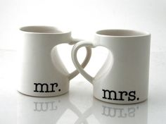 Mr & Mrs. mug set for couples, bride and groom, wedding, anniversary gift, hearts op Etsy, 25,29€