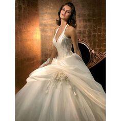 Elegant Wedding Dress, just wish it where not so low cut.....