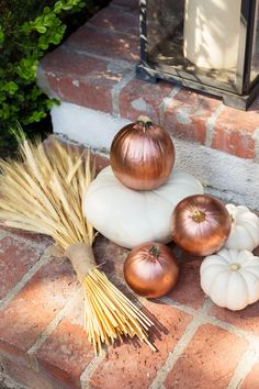 Who says Halloween has to be scary? See how to make these chic copper pumpkins for Fall, here: frontroe.co/2yWlEiG