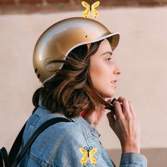 Thousand Bicycle Helmet - Stay Gold Thousand Bicycle Helmet - Stay Gold | Cyclechic<br> Womens Bike Helmet, Cycling Helmet, Cycling Gear, Baby Bike Helmet, Safety Helmet, Cycling Jerseys, Velo Cargo, Bicycle Women, Vintage Bicycles