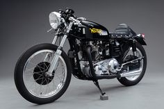 The Norton Atlas was released in 1962 as the replacement for the venerable Norton Dominator. British motorcycle manufacturers were all targeting the colossal American market, typically by appealing to their love of power and speed. Norton Bike, Norton Cafe Racer, Norton Motorcycle, Cafe Racer Bikes, Cafe Racer Motorcycle, Cafe Racers, Classic Motorcycle, Motorcycle Design, Ducati