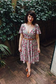 Floral 50's Summer Dress - Sew Over It Betty Dress Pattern Review. Get the sewing pattern here: http://sewoverit.co.uk/product/betty-dress-sewing-pattern/