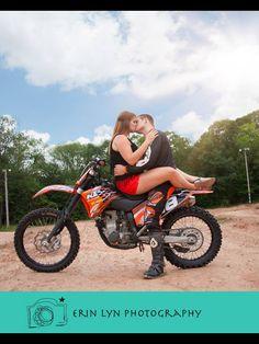 Dirt bike couple. Dirt bike engagement photography. Moto lover. Dirt bike love. www.erinlynphotography.com