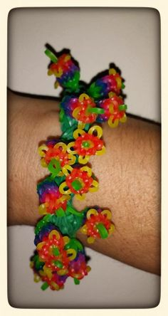 Here is my rainbow take on Yarn Journey's Lily of the Valley pattern. Lots of fun to make but definitely not an easy one. The flowers are made on the Monster Tail and then you use the regular Rainbow Loom to work those flowers in to a bracelet. Rainbow Loom Patterns, Rainbow Loom Creations, Craft Projects, Projects To Try, Craft Ideas, Monster Tail Loom, Loom Bands Tutorial, Loom Flowers, Rubber Band Crafts