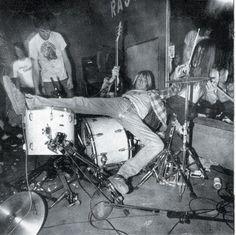 ... le Boston Phoenix nous rapporte qu'un certain Duane Bruce, ex-Dj en radio, vient de sortir des cartons un enregistrement de Nirvana datant du 18 avril ...