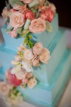 Chic wedding cake idea; Featured photographer: Stephanie Cristalli Photography