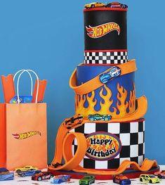 Bolo Hot Wheels, Hot Wheels Cake, Festa Hot Wheels, Hot Wheels Party, Birthday Cale, Birthday Drip Cake, Cars Birthday Parties, Blaze Cakes, Hot Wheels Birthday