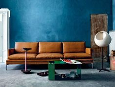 blue wall and Brown couch/ blauwe wand Tan Sofa, Brown Couch, Canapé Design, Interior Design, Interior Paint, Sofa Design, Modern Design, Design Ideas, House Design
