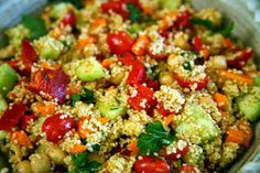 Red Pepper and Cucumber Salad with Couscous and Chickpeas - Mediterranean Living Salad Bar, Soup And Salad, Greek Recipes, Light Recipes, Lunch Recipes, Healthy Recipes, Healthy Foods, Couscous Salad Recipes, Clean Eating