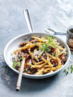 caramelised onion and olive pasta